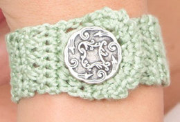 Button Showcase Bracelet in Aunt Lydia's Iced Bamboo Size 3 - LC3460 - Downloadable PDF