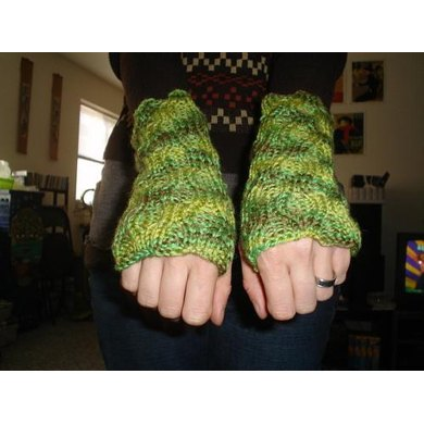 Reversible Cabled Wrist Warmers