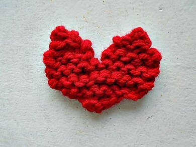 925 - Knitted Heart
