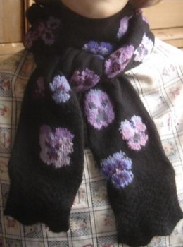 Pansy scarf with Feather-and-Fan edgings