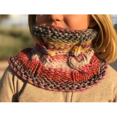 Cabled snood for kids in french, spanish, english