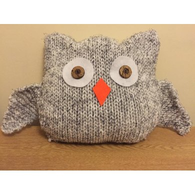 Owl Cushion Knitting Pattern : Obi The Owl Cushion Knitting Pattern. Knitting pattern by Peter Gill-Stannett