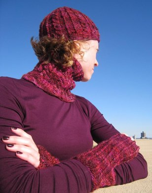 Winterberries Hat, Fitted Cowl, and Fingerless Mitts Set