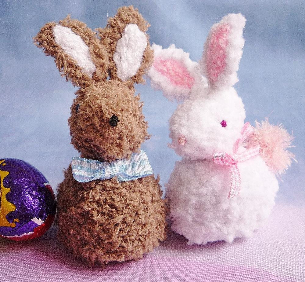 easter bunny creme egg cover cosy knitting pattern by crazy dazy