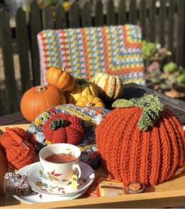 Spiced Pumpkin Knitted Tea Cosy