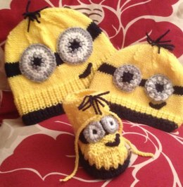 """Funny Face"" Baby size Hat/Booties 0-3"