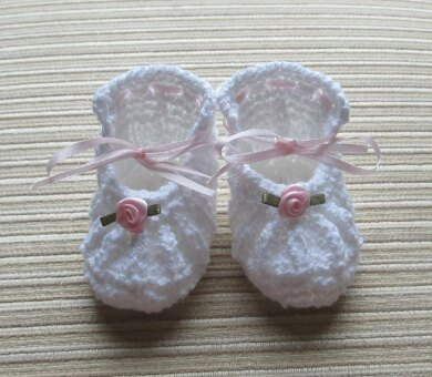 White Knitted Shoes with Small Roses 0-3 Months