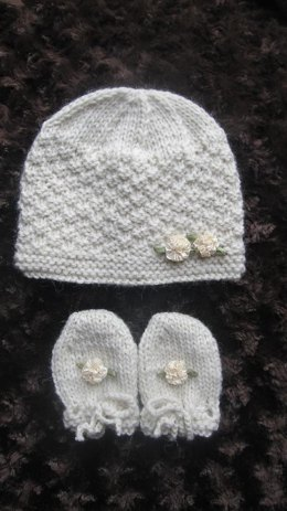 BABY CASHMERE HAT AND MITTENS