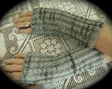 BABY CABLE FINGERLESS GLOVES