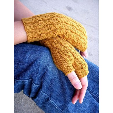 Honeycomb Twist Mitts