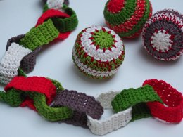 Crochet Christmas Paper Chain & Bauble