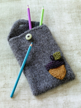 Felted Acorn Pencil Case in Lion Brand Vanna's Choice - L0619