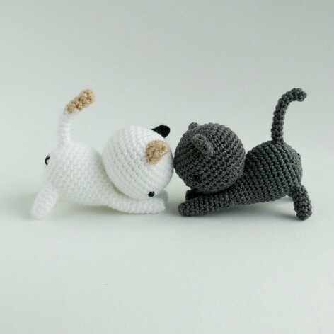 Playing Cats Crochet Amigurumi Pattern