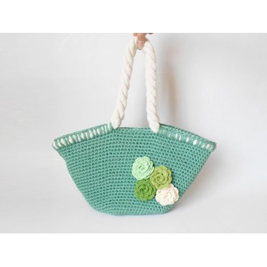 Beach bag with flowers
