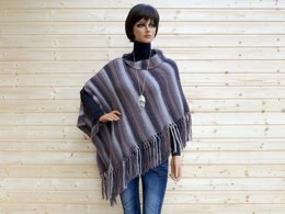 Trendy poncho with fringes