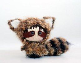 Raccoon Doll with removable tail. Toy from the Tanoshi series.