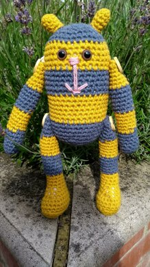 Bumble the Stitchpunk Bee