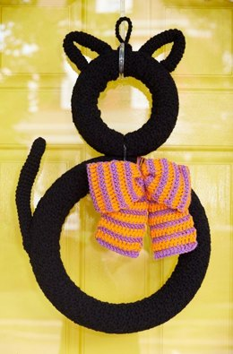 Superstitious Black Cat Wreath in Red Heart Super Saver Economy Solids - LW5376 - Downloadable PDF