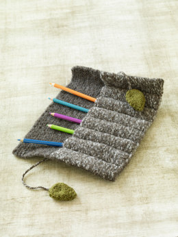 Felted Roll-Up Pencil Case in Lion Brand Vanna's Choice - L0675