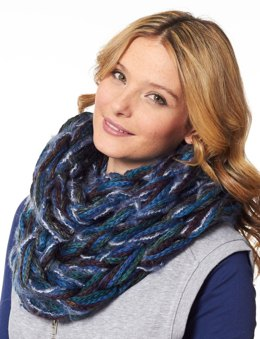 Arm Knit Triangular Kerchief in Patons Delish