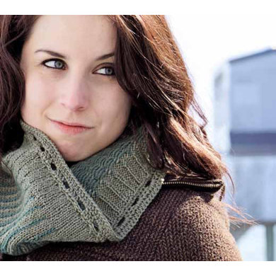 Reversible Icicle Cowl in Knit One Crochet Too Sebago - 2144