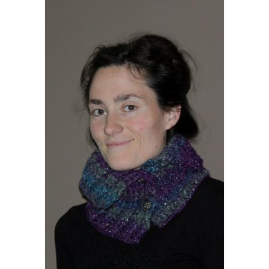 Ribbed Neck Warmer with Buttons Pattern