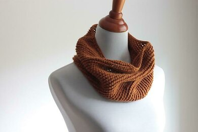 Ruby Spice Cowl