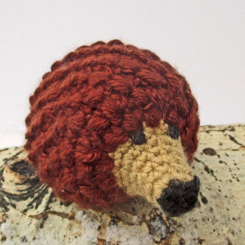 Miniature hedgehog amigurumi crochet pattern by joy grise for Chenille grise