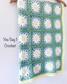 Daisy Blanket with Scallop Border