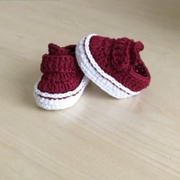 Sporty Baby Bootie and Hat Set N 235