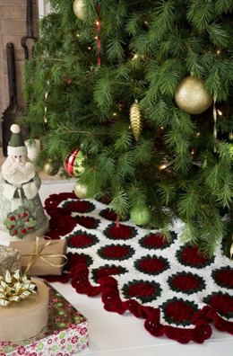 Victorian Tree Skirt in Red Heart Super Saver Economy Solids - LW3197