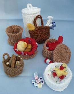 HMC29 Selection of baskets for the dolls house