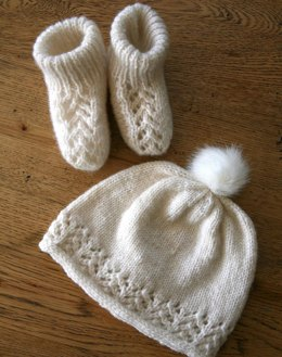 Toitoi Booties and Beanie
