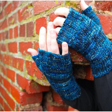Travelling To Infinity Mitts