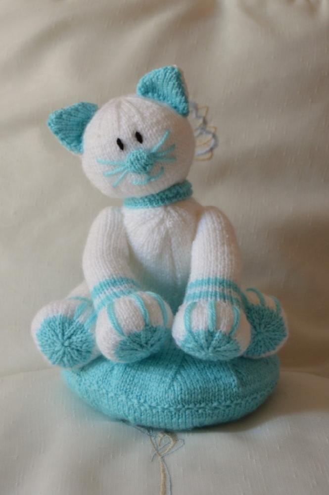 Knitting By Post Facebook : Claude the cat knitting pattern by post