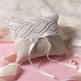 Ring Bearer's Pillow in Aunt Lydia's Classic Crochet Thread Size 10 Solids - LC3540