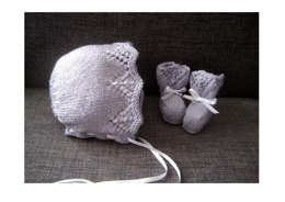Vivienne Bonnet & Booties Set (4-ply)