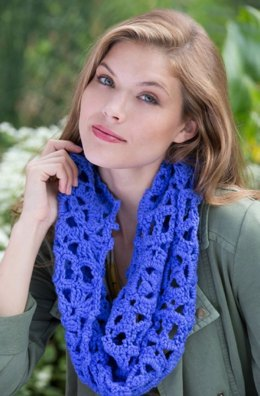 Picot Square Cowl in Red Heart With Love Solids - LW4006