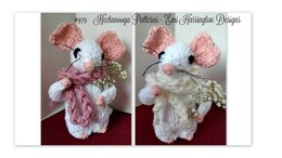 979-Knit Mouse with Bouquet