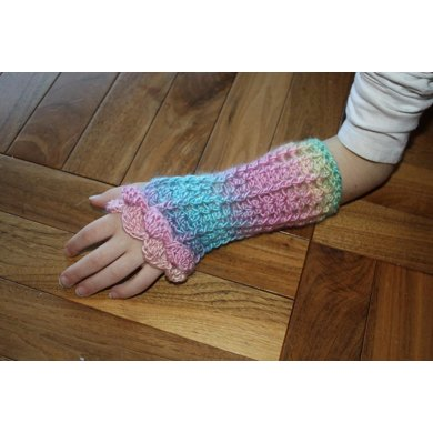 Lacy Wrist Warmers with Shell Edge