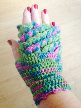Dragon Scale / Crocodile Stitch Fingerless Mittens