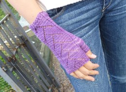 Sugar Plum Lace Mitts