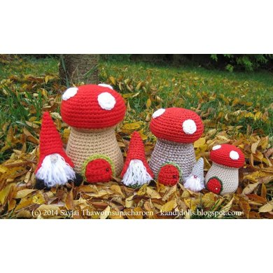 Little Gnomes with Mushrooms Houses Amigurumi