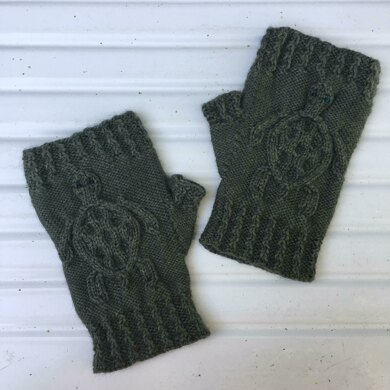 Cabled Sea Turtle Mitts