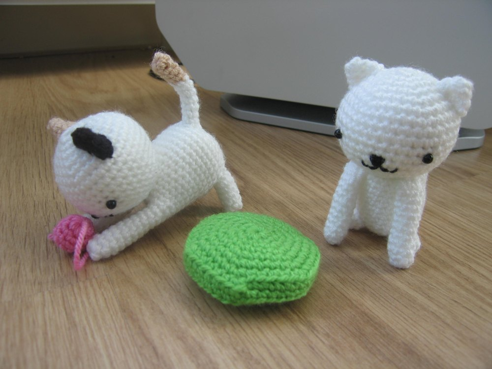 Little Amigurumi Patterns Free : Playing cats crochet amigurumi pattern crochet pattern by little
