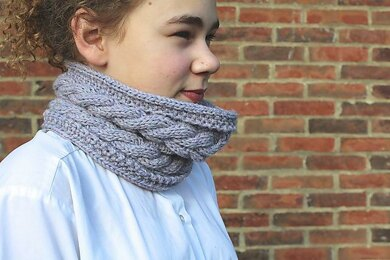 Corn Rows Cabled Cowl