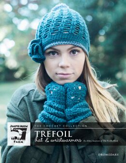 Trefoil Hat & Wristwarmers in Juniper Moon Farm Dromedary - J55-01 - Downloadable PDF