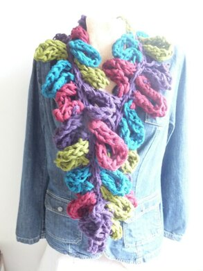 Easy Finger Knit Loop Chain Scarf
