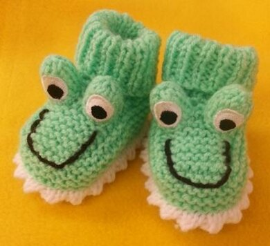 3ce5a2f68717 Frog Baby Booties - Newborn to 6-9 Months Knitting pattern by The ...