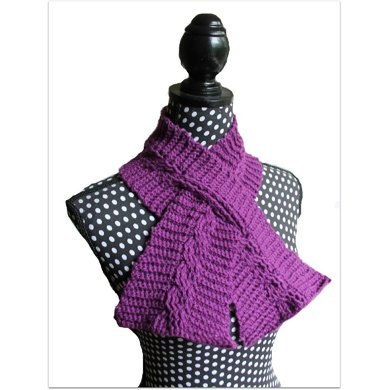 Cable Keyhole Scarf